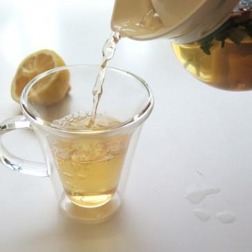 Recept: blokthee met citroen, munt en gember
